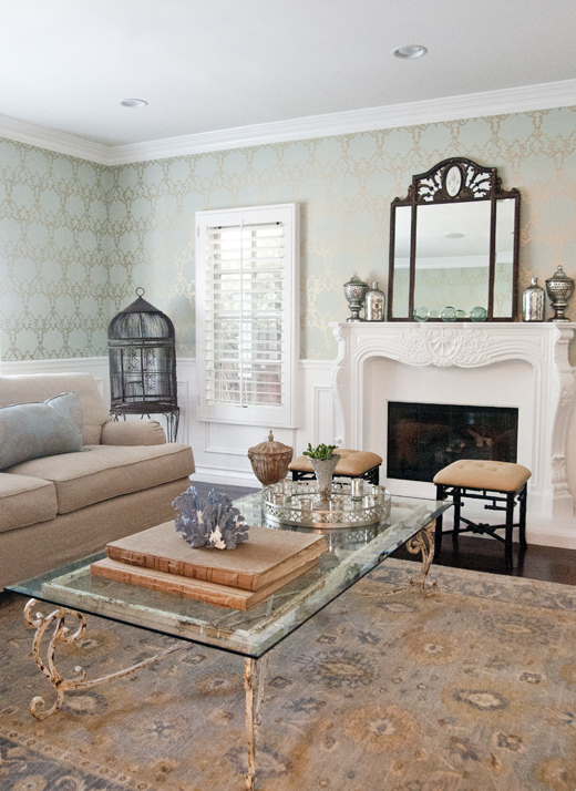 Subtle Colors Beautiful Wallpaper And Timeless Pieces Is The Perfect Solution For A Living